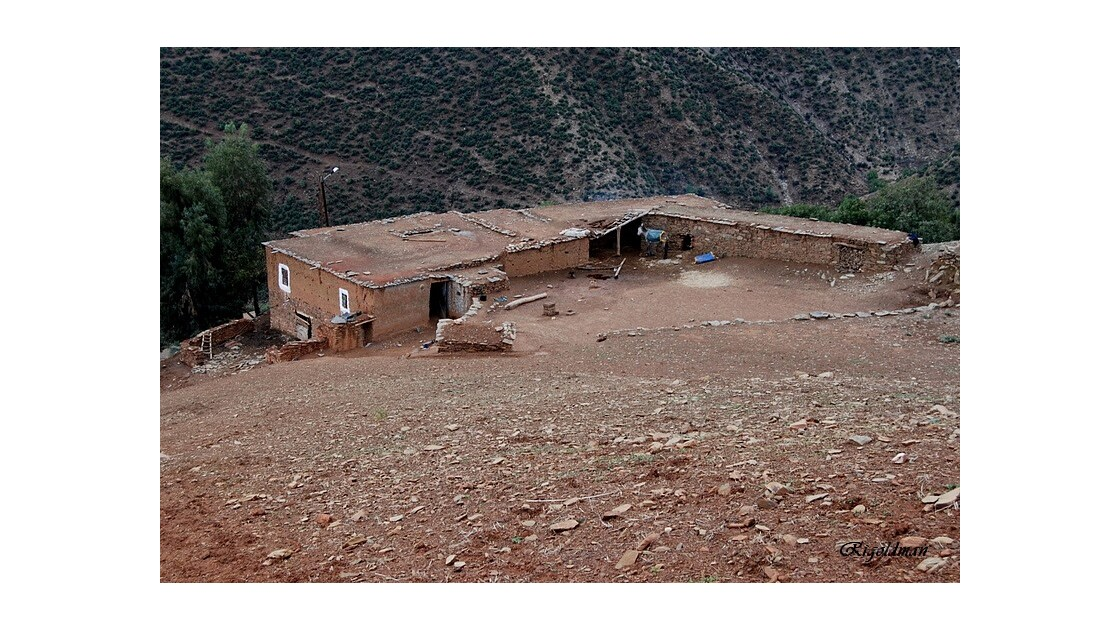 La ferme isolée dans l'Atlas