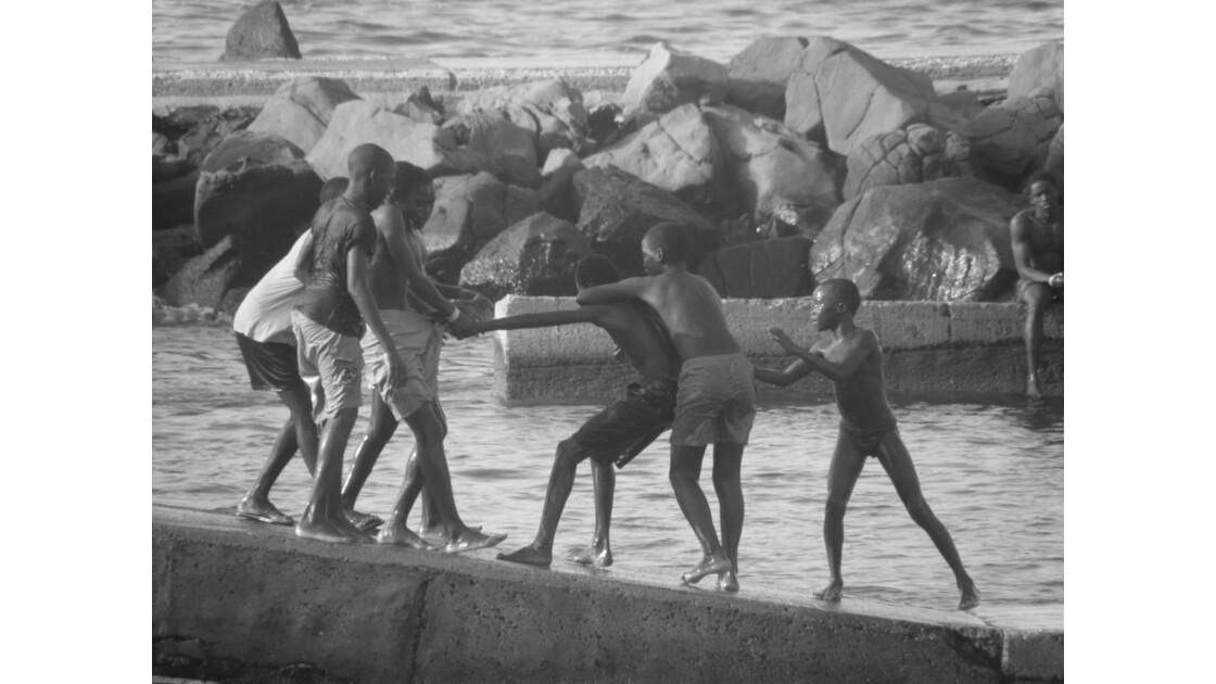 jeux d'enfants à Gorée.JPG
