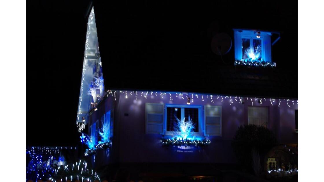 Maison bleu blanc