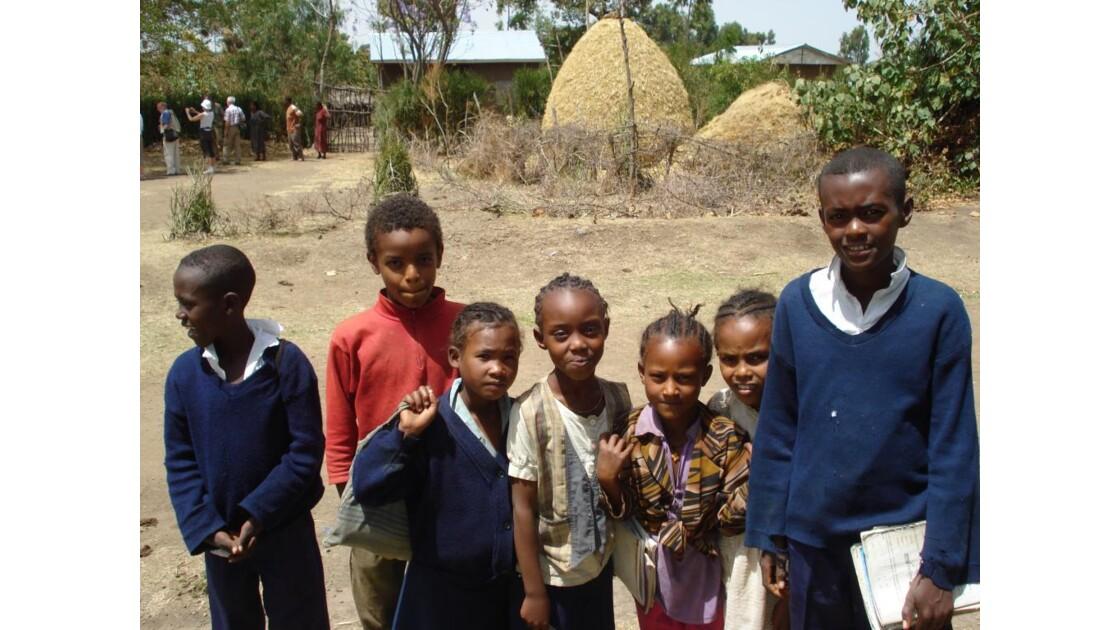 Groupe d'enfants, région de Langano