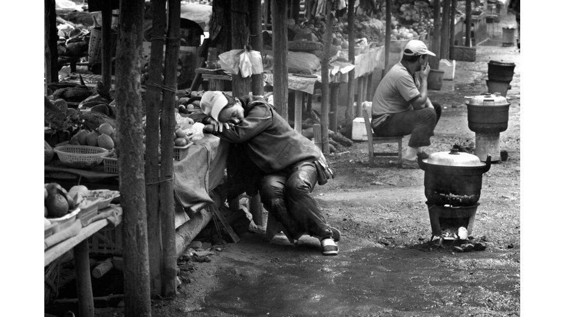 Chine, Yunnan, Le repos du commerçant