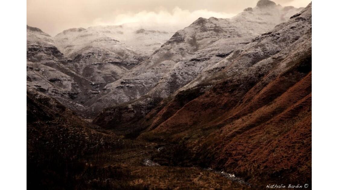 Les montagnes enneigées du Lesotho