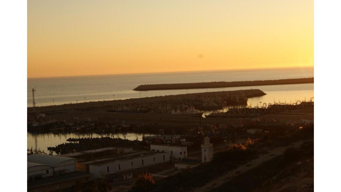 le port d'agadir au coucher du soleil