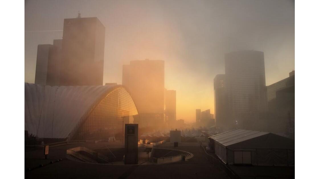 La Défense un matin brumeux