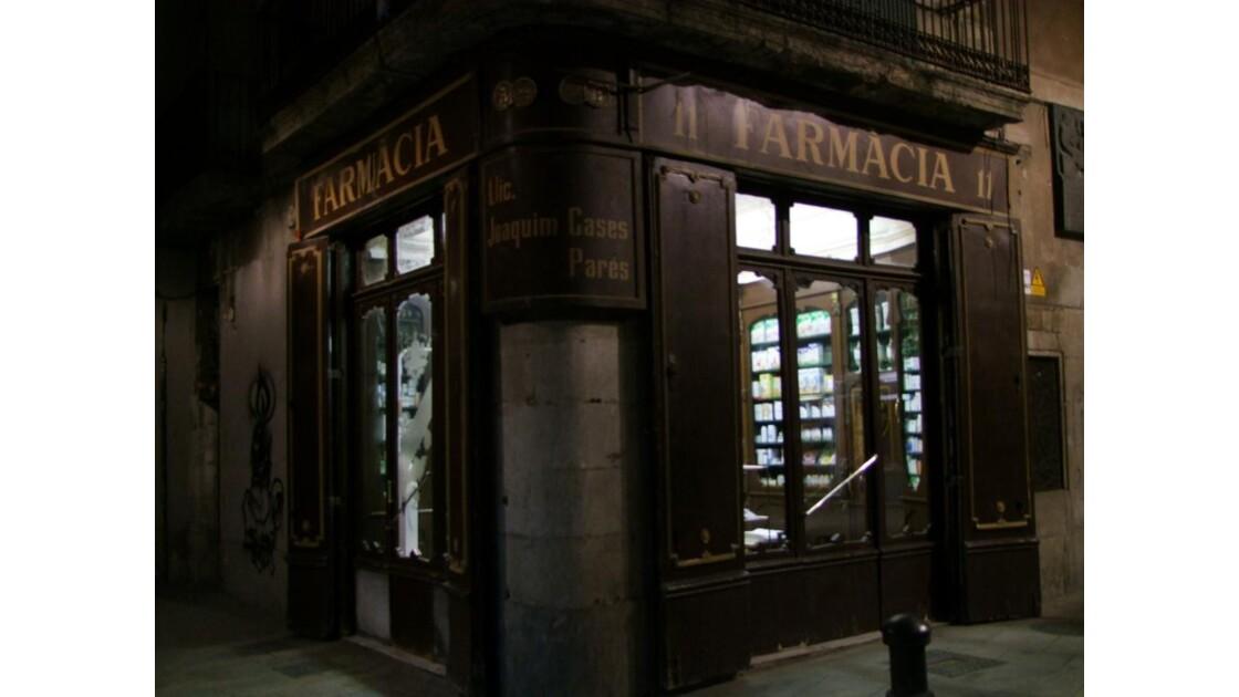 Barcelone El Born pharmacie.JPG