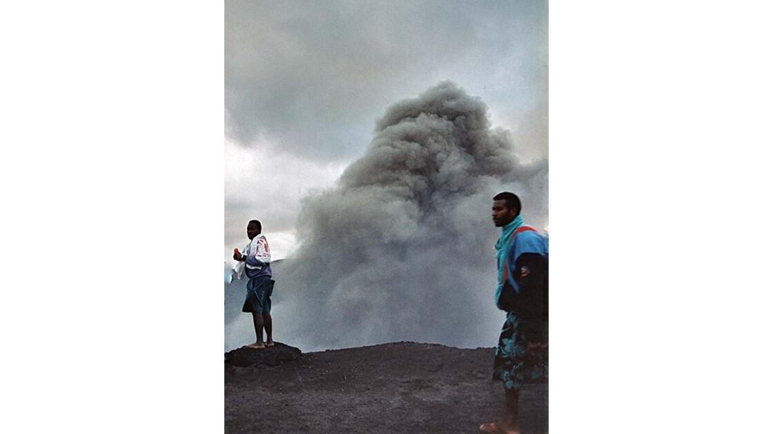 20-30 le volcan Yasur