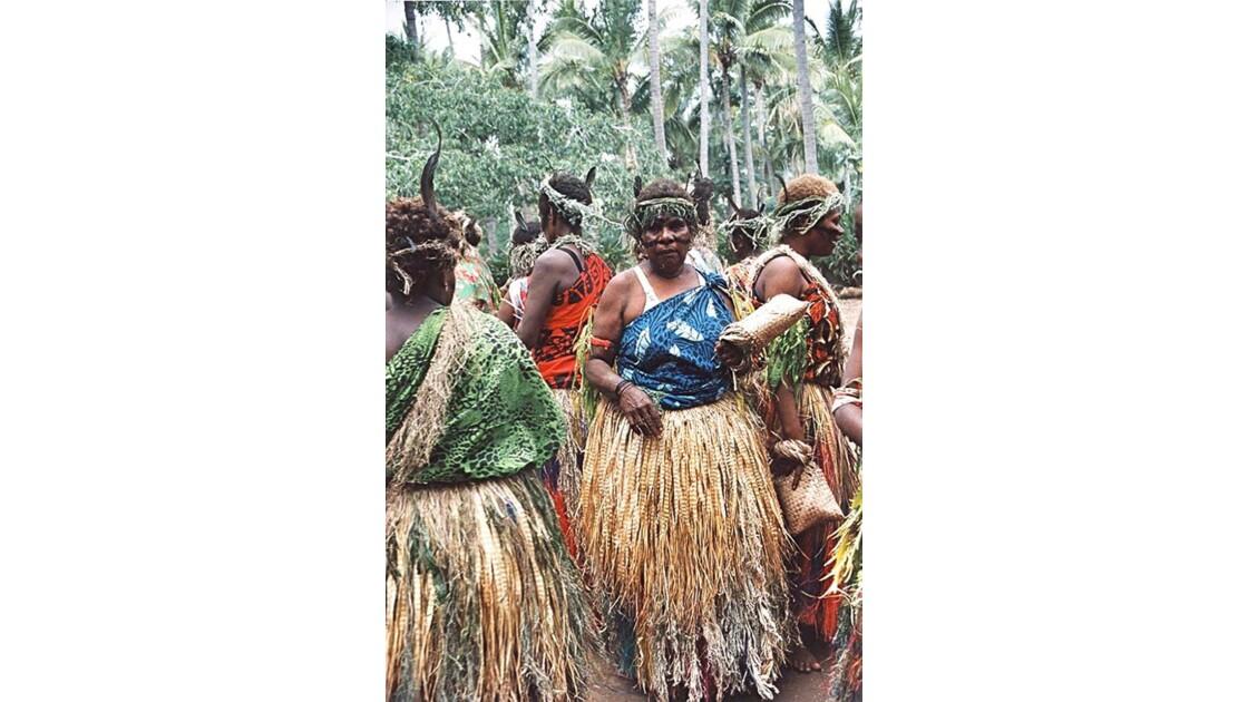 01-33 l'île de Tana