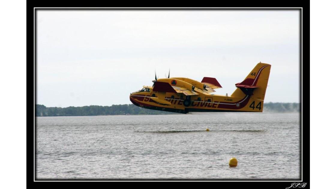 Canadair Lacanau.jpg
