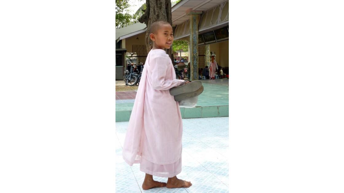 Myanmar-Nonne Birmane