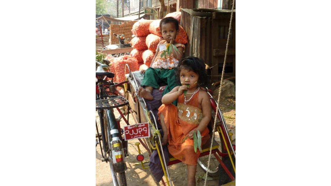 Myanmar-Dans les rues de Mandalay