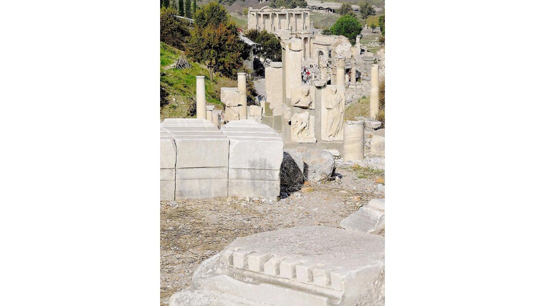 Monument Memmius et bibliothèque