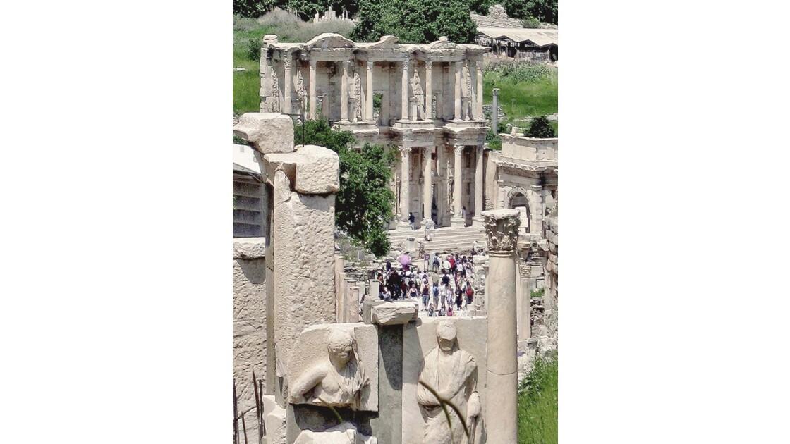 Monument Memmius  / bibliothèque Celsus