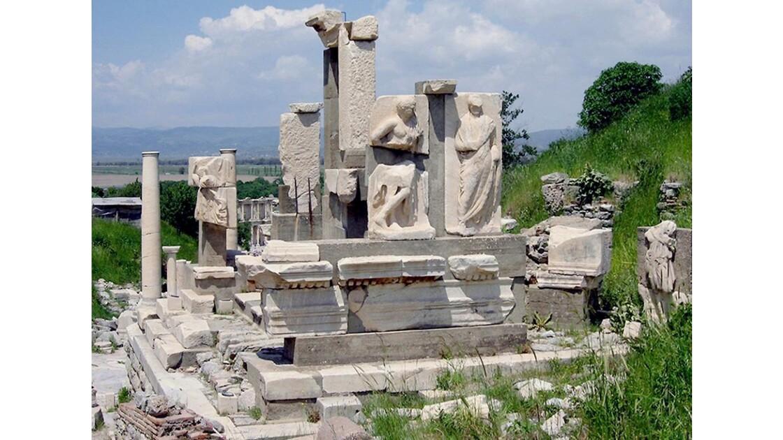 Le monument de Memmius (printemps)