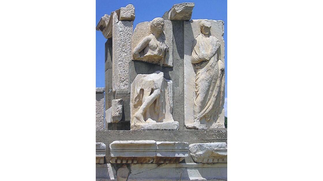 Le monument Memmius au printemps