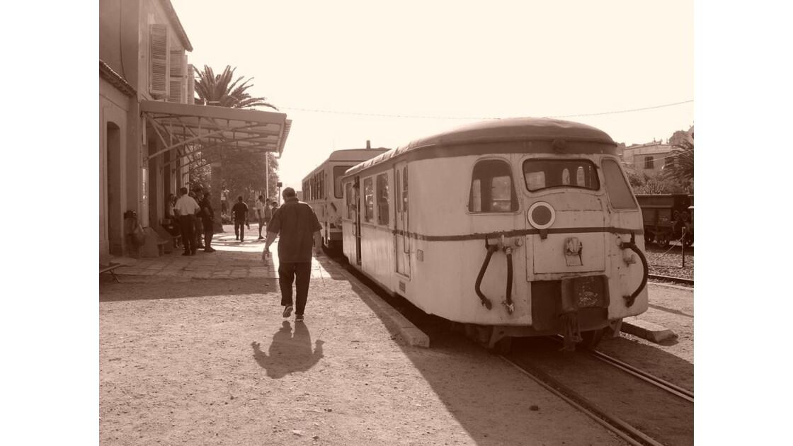 Train en gare d'ile Rousse
