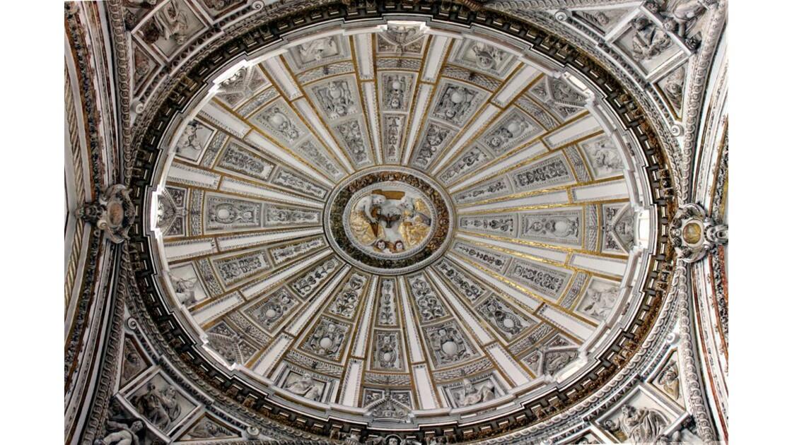 Coupole à la croisée du transept.