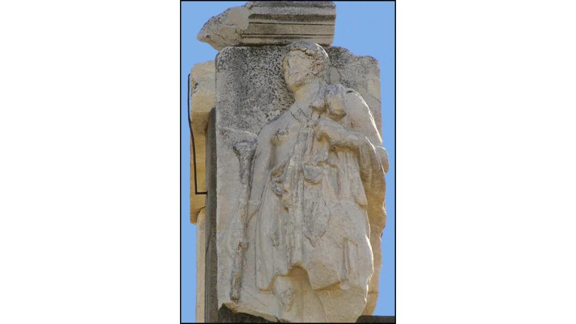 Statue monument Memmius (automne)
