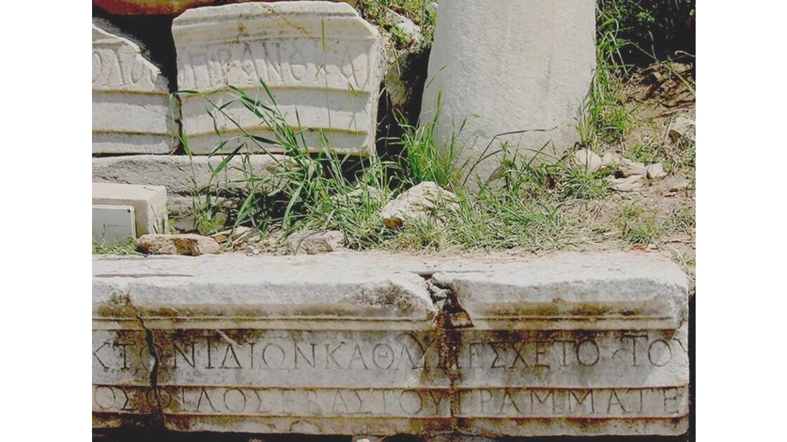 Ecrits millénaires du monument Memmius