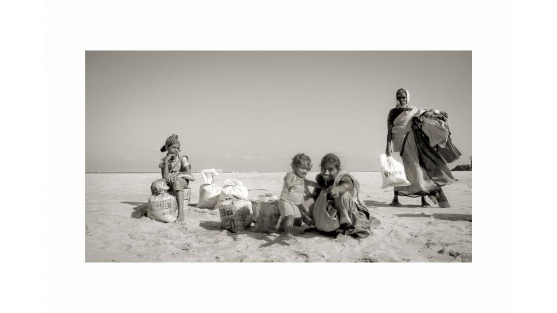 30x45_gypsies_on_beach__R_solution_de_l
