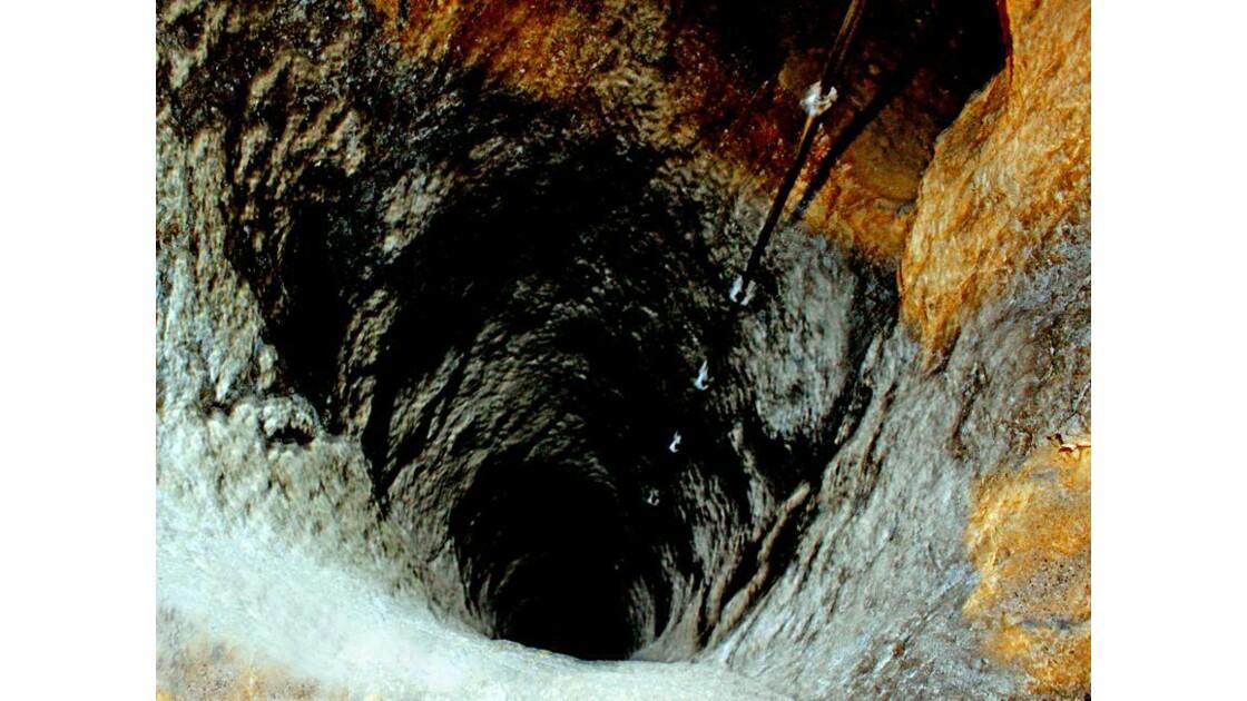 3Derinkuyu puits d'aération vers le haut