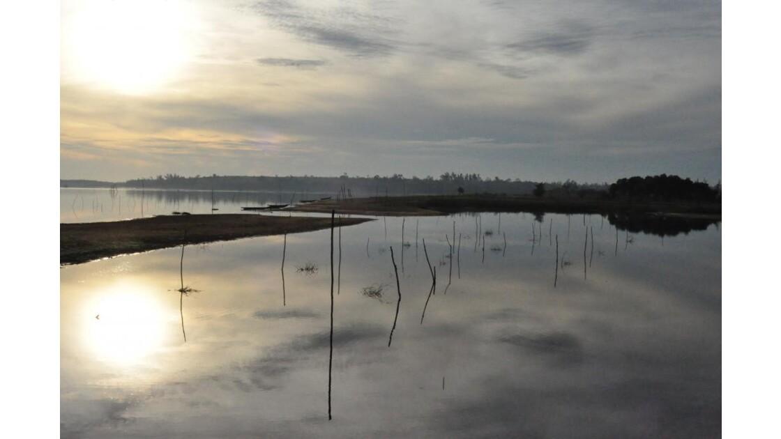 Levé de soleil sur un étang - Hué