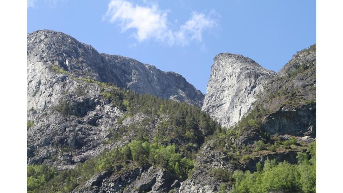 Montagnes environnantes ...