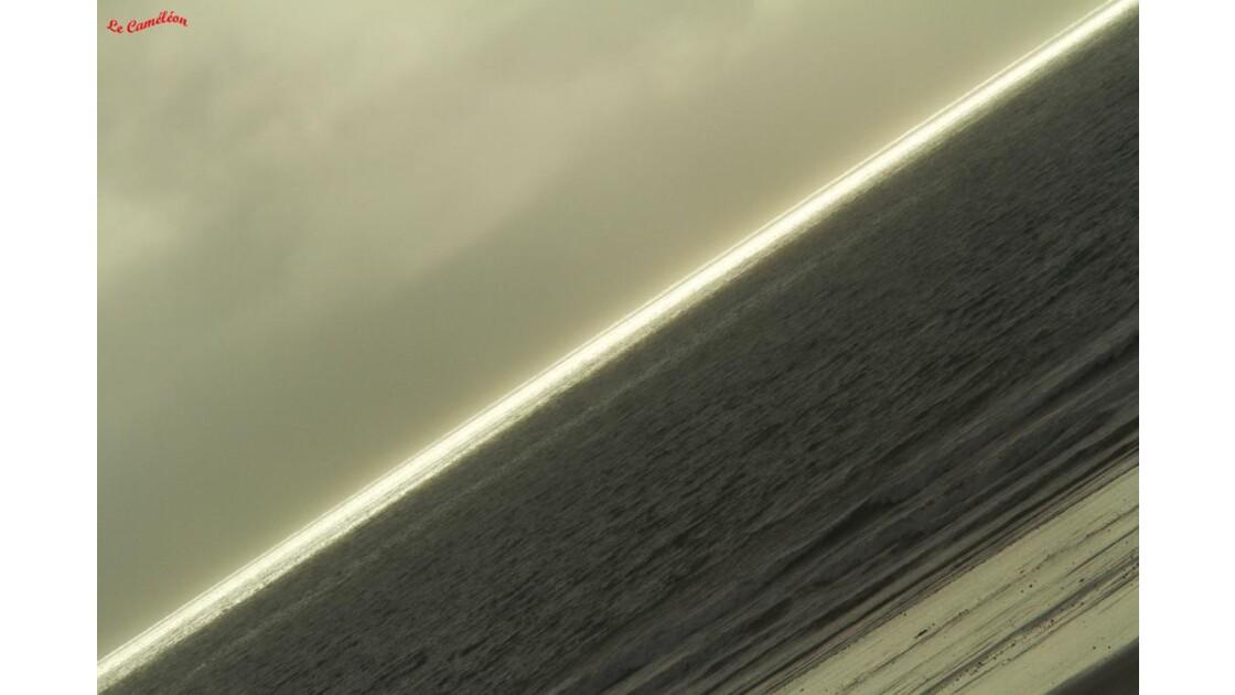L'horizon s'éclaircit.........