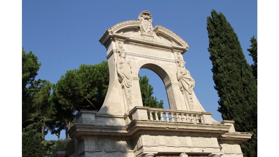 """""""Rome : monument, arbres et ciel ..."""""""