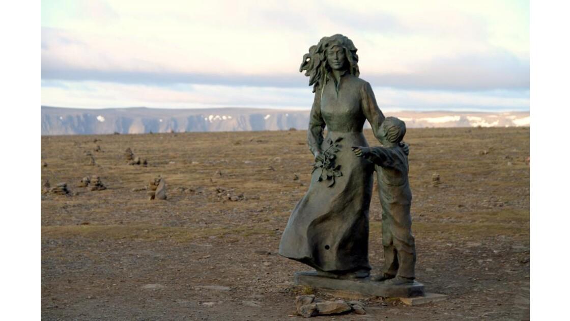 """""""Statue au Cap Nord ..."""""""