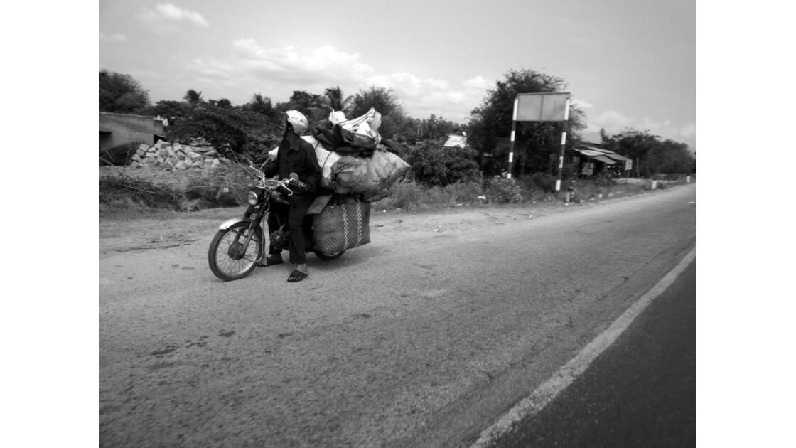 Une moto bien chargée - Viet Nam