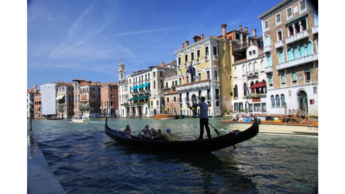 Gondole sur le grand canal.