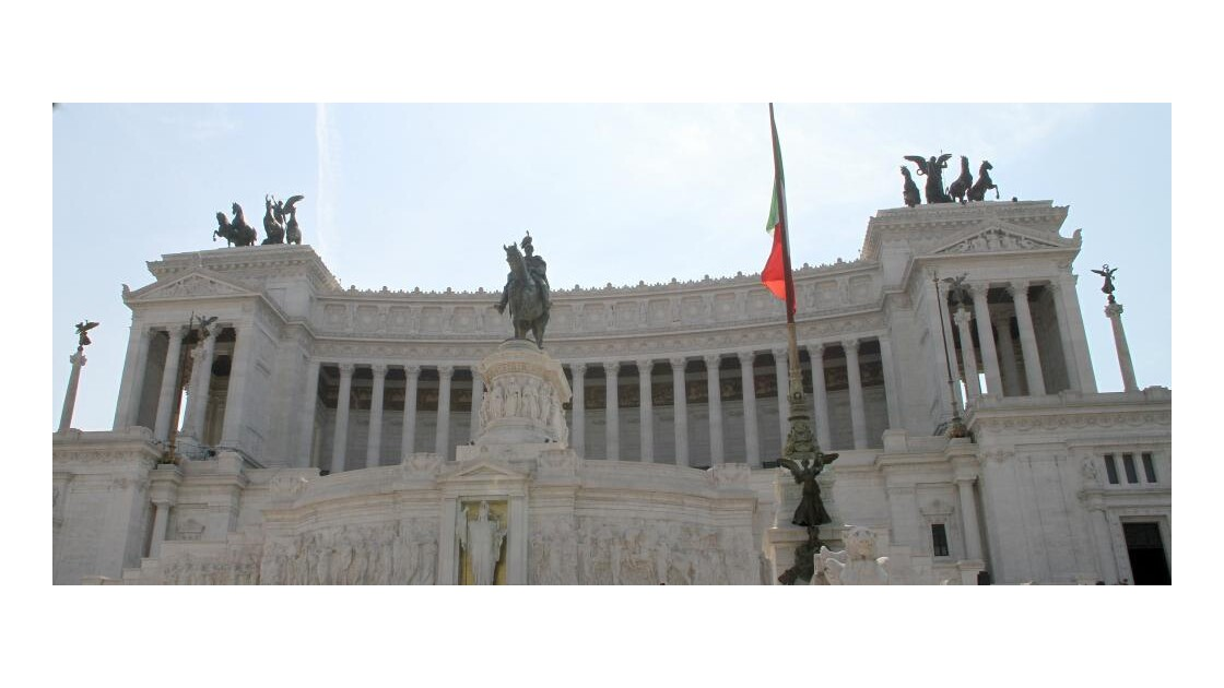 """Rome : monument Victor Emmanuel II ..."
