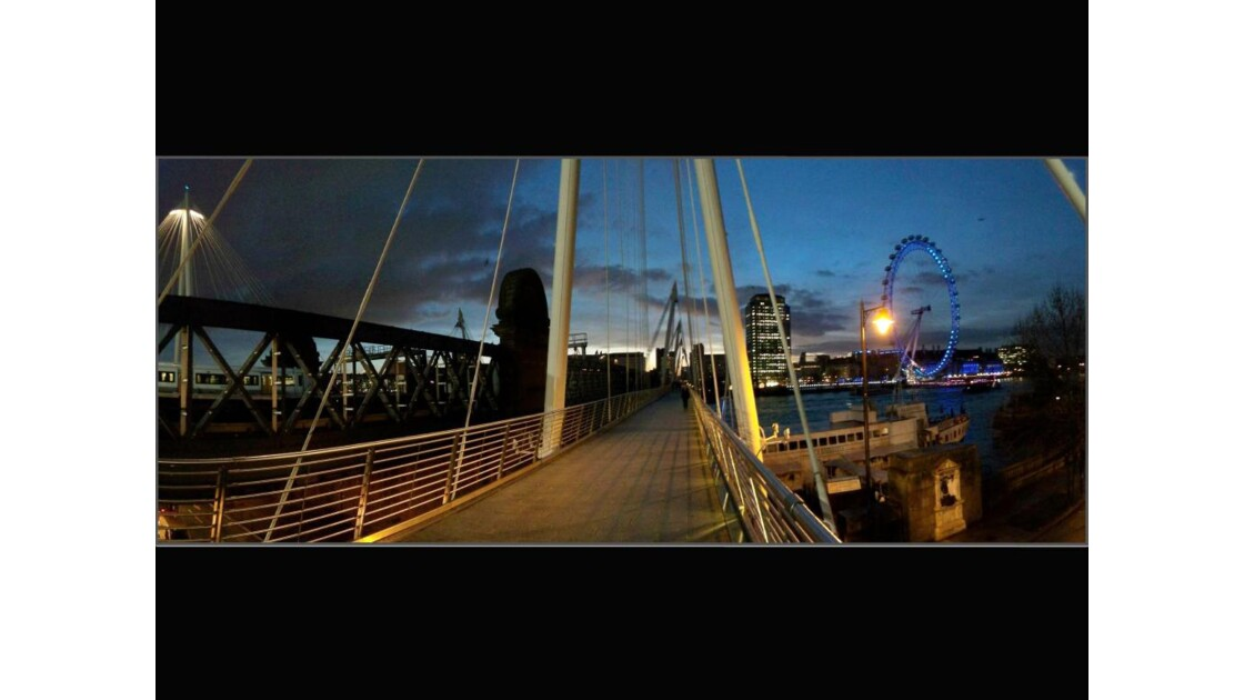 Passerelle vers Charing Cross Station