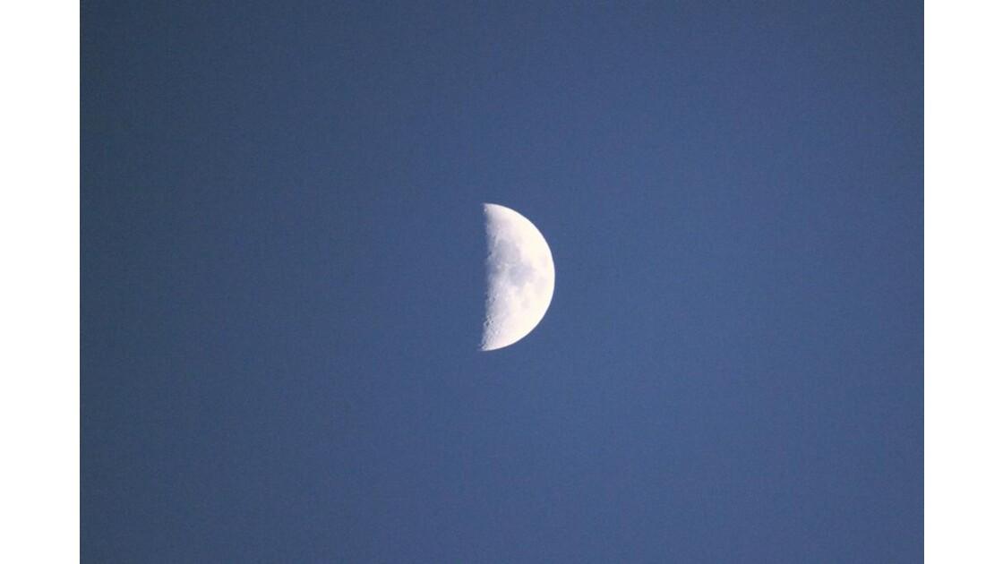 2012 06 26  - LA LUNE MONTE DANS LE CIEL