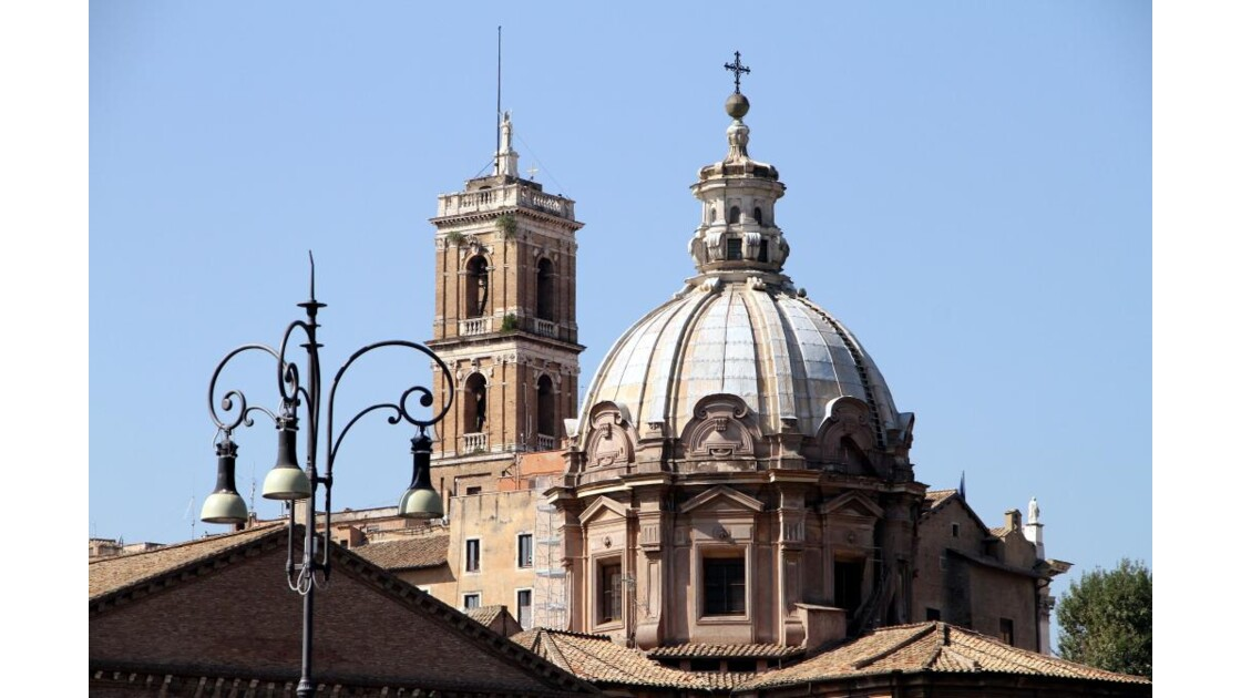 """""""Rome : monuments et lampadaire ..."""""""