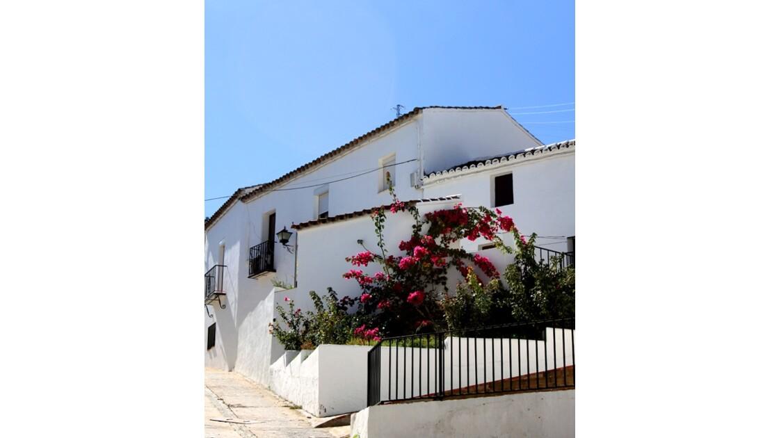 Zahara de la Sierra village blanc