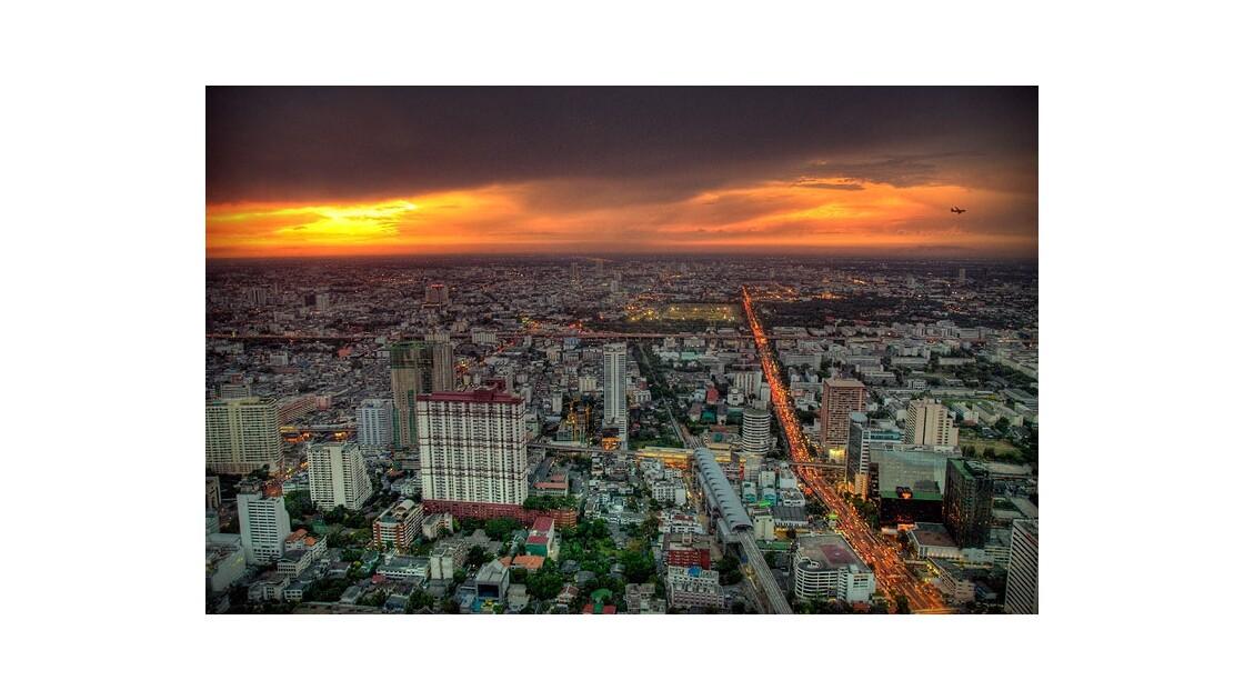 Soir orageux sur Bangkok (Bayoke tower)