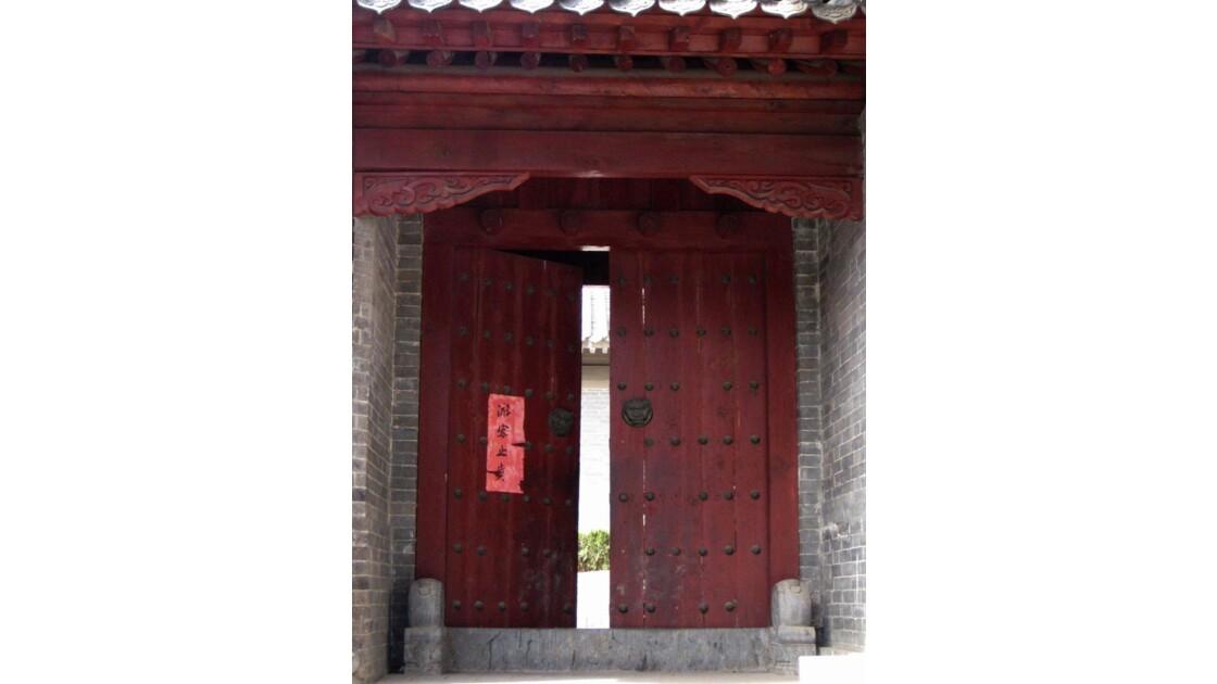 Porte entrouverte - Shaolin, Chine