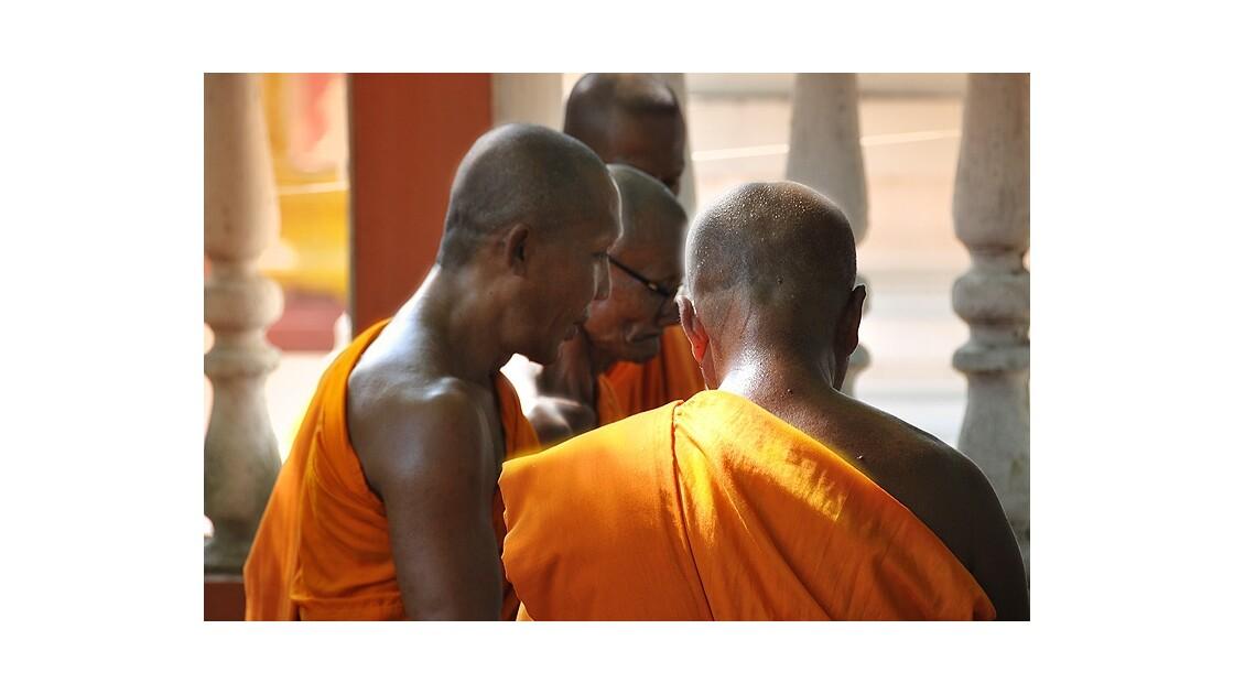 Moines à Ayutthaya (Thaïlande)