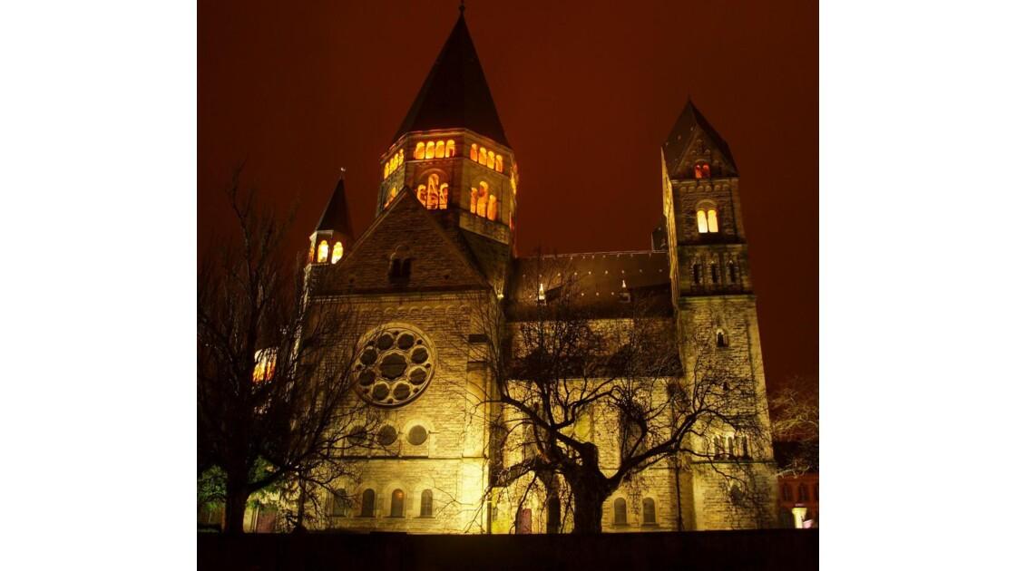 Temple protestant de nuit