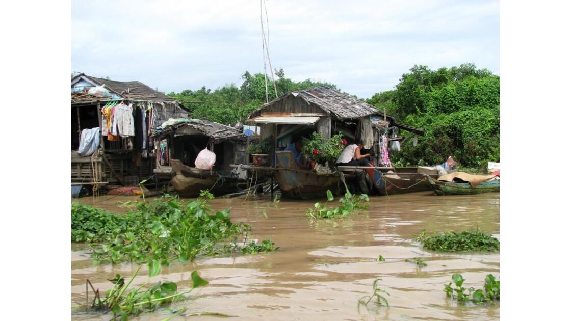 Lac Tonlé Sap Bateau fleuri