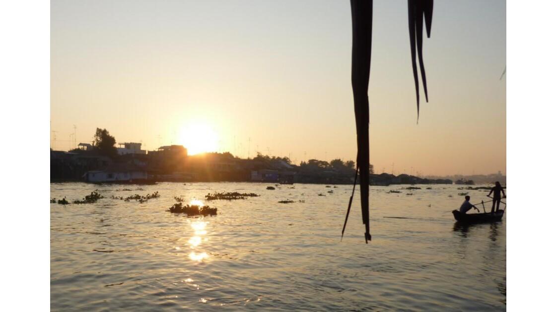 Vietnam-Lever de soleil sur le Delta