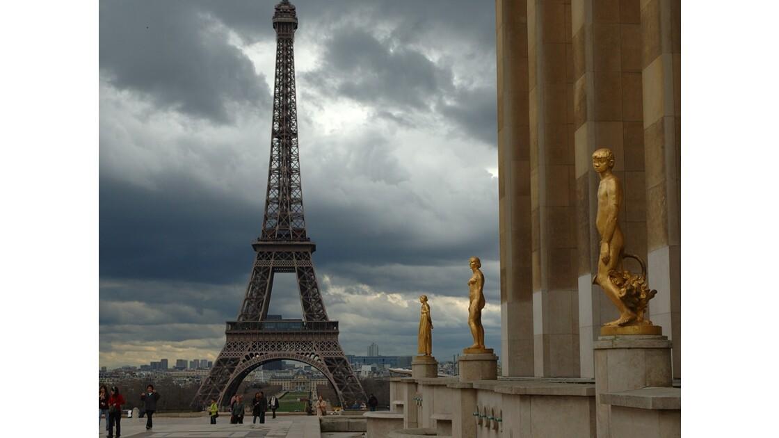 PARIS. La tour Eiffel vue du Trocadero