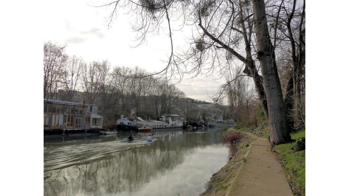 Sentier le long de la Seine