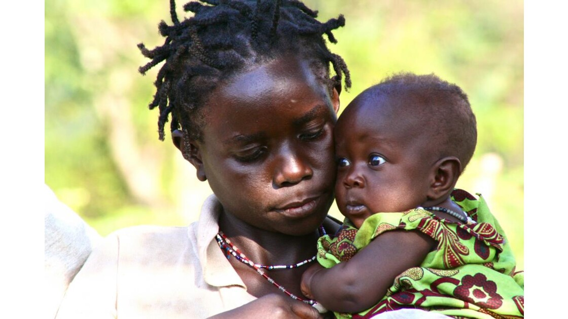 Pygmées : la tendresse.