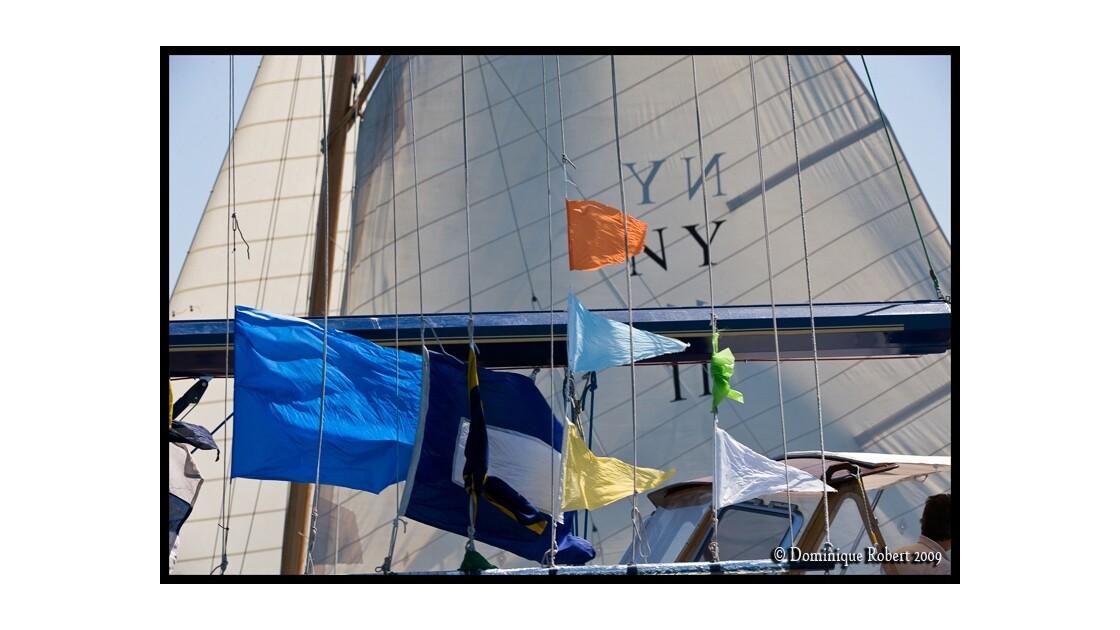 Les pavillons du bateau-jury