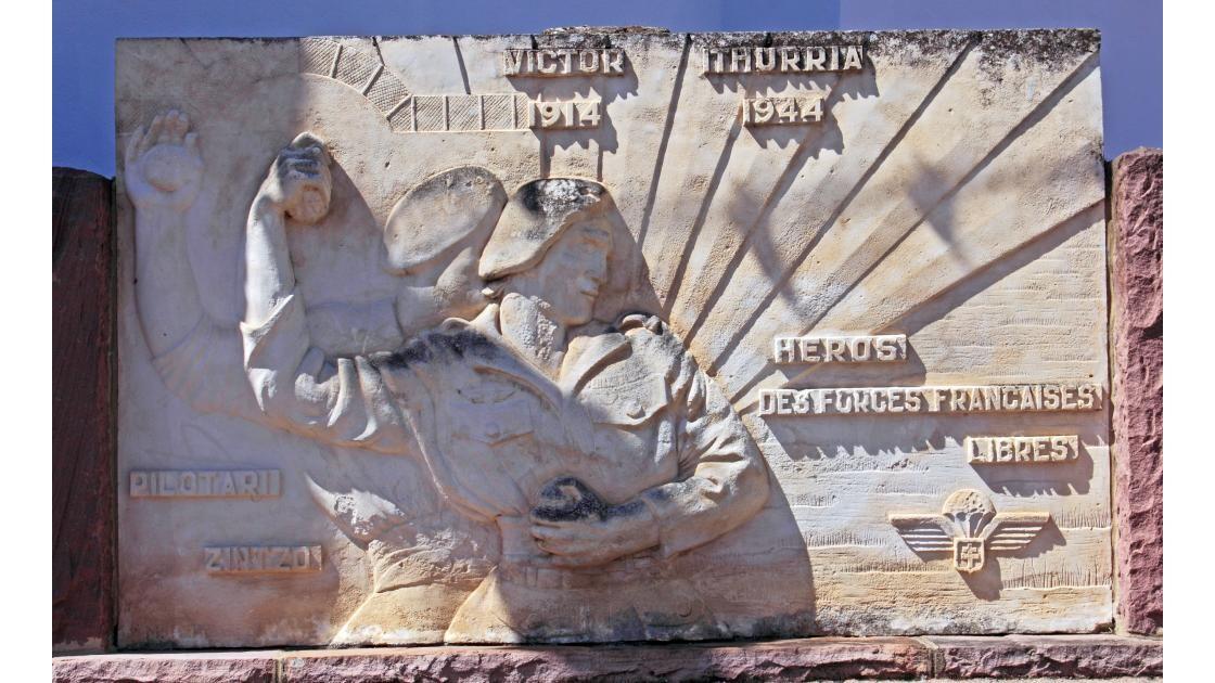 2012 06 17  -  SARE MONUMENT A ITHURRIA