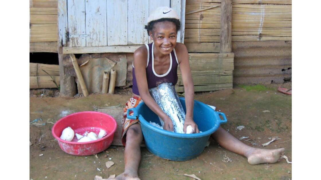 râper le manioc