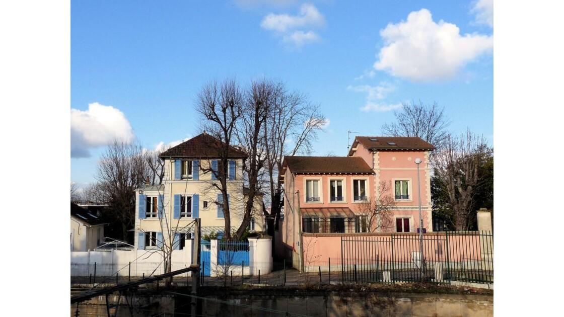 Maison rose, maison bleue