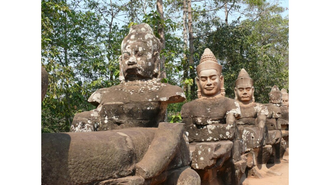 chaussée d'Angkor Tom